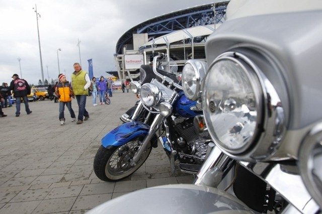 Wielki festyn motocyklistów przy Stadionie Miejskim.