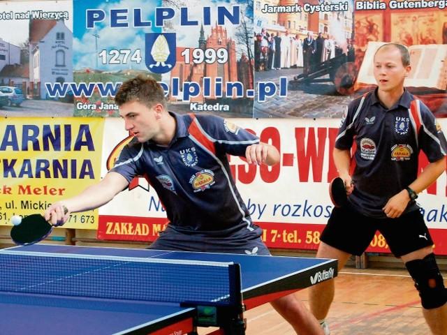 Bartosz Zabrocki (po prawej) wygrał cztery turnieje cyklu Pelplin Open. W piątym ograł go Paweł Manterys (z lewej)