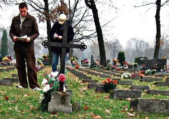 Tomasz Kusiak i Michał Mistewicz spisali żołnierskie groby