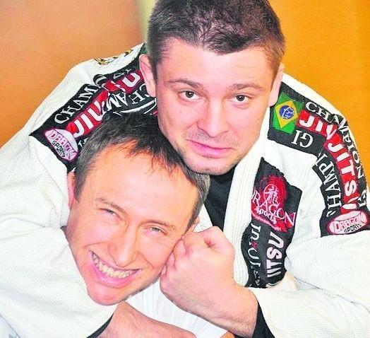 Tomasz Skórkowski (z prawej) z każdego zrobi wojownika
