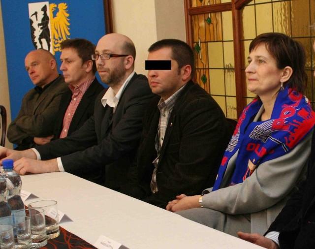 Dyrektor Polonii nie odbierał w poniedziałek telefonu, a Marek Pieniążek (z lewej) unikał komentarzy