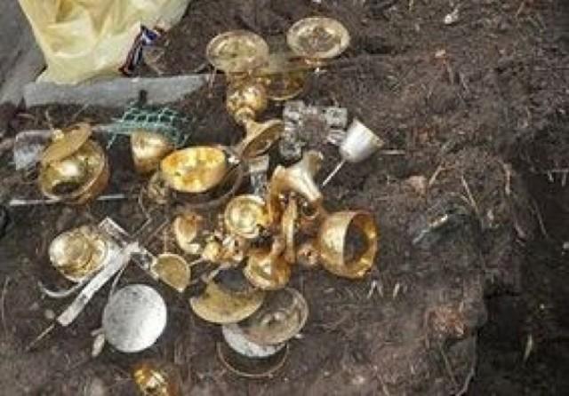Gm. Łabunie: Okradli kościoły, a sakralne łupy zakopali