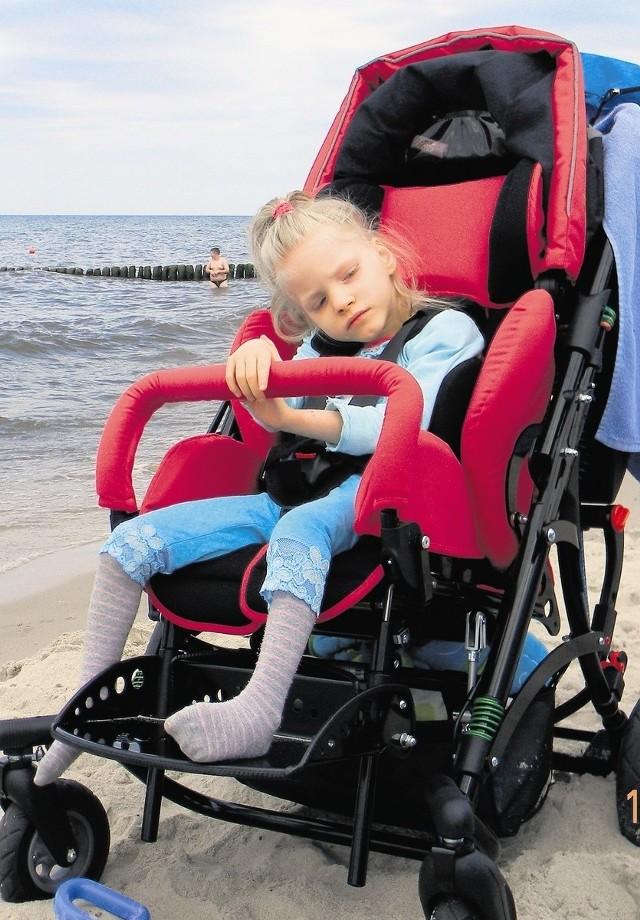 Siedmioletnia Gosia dzięki pomocy allegrowiczów rehabilituje się nad morzem