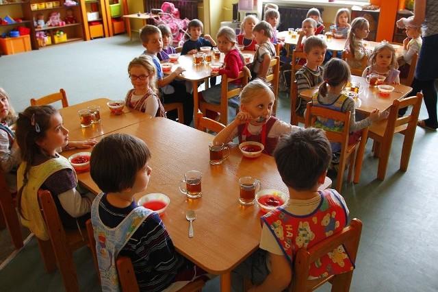 Urzędnicy chcą, żeby z przedszkola i szkoły na os. Śmiałego stworzyć jeden zespół.