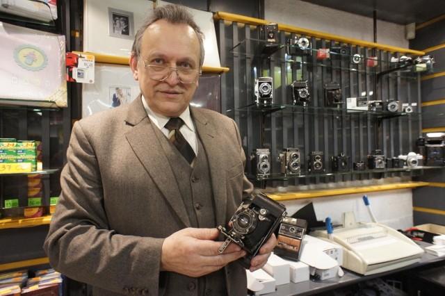 Mój najstarszy aparata Kodaka ma około 100 lat - mówi  Mieczysław Gajek.