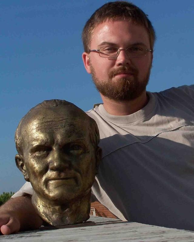 Kazimierz S. Ożóg- pomniki to wyraz naszej miłości do papieża