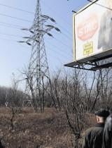 Słupy energetyczne powstały nielegalnie? Samowola budowlana Enei