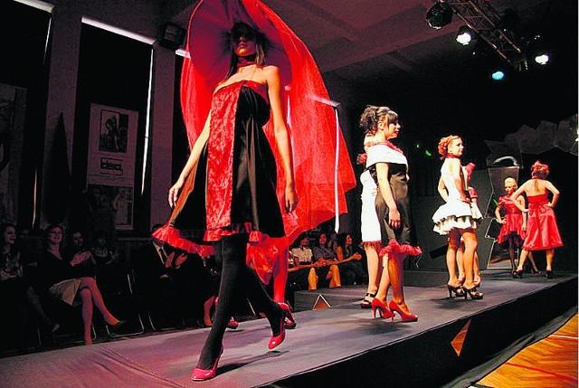 Zespół Szkół Projektowania i Stylizacji Ubioru w Sosnowcu często organizuje pokazy mody