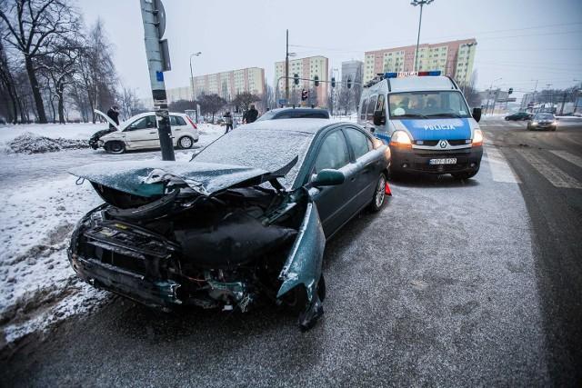 Wypadek na skrzyżowaniu al. Rydza Śmigłego z ul. Przybyszewskiego