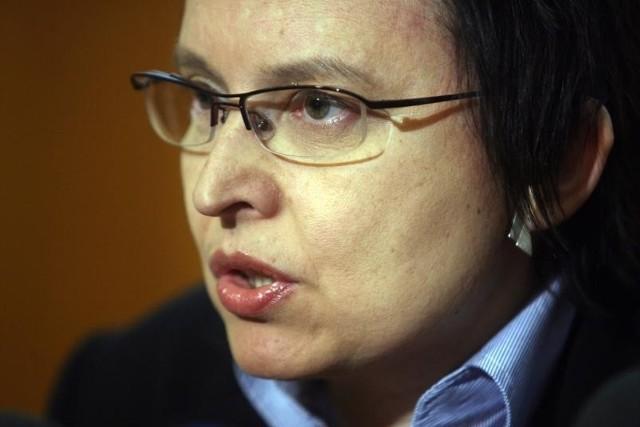 Nauczyciele wolą by minister Katarzyna Hall dała im podwyżki