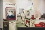 Koronawirus. Wariant Delta uderza w układ pokarmowy. Lekarze przestrzegają przed nietypowymi objawami. Jak je rozpoznać?
