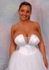 Suknie ślubne z piekła rodem. Oto naprawdę NIEZAPOMNIANE kreacje [ZDJĘCIA]