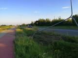 Jeżdżą za szybko, koszą latarnie przy łączniku do S8 w Zduńskiej Woli ZDJĘCIA
