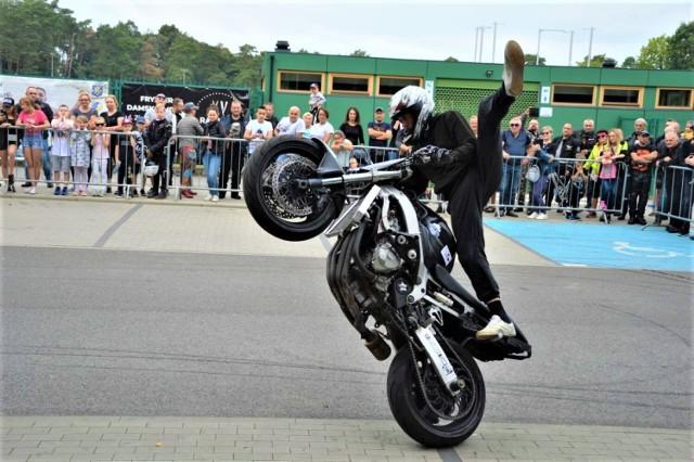 Pokaz akrobacji na motocyklu zrobił dzisiaj na mieszkańcach Goleniowa duże wrażenie