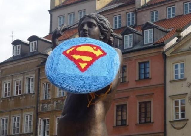 Syrenka z tarczą Supermana