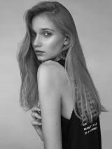 Spełnia marzenia o modelingu.Weronika niedawno wróciła z pierwszego zagranicznicznego kontraktu.