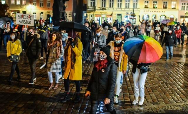 Tydzień temu (16 listopada 2020 r.) na Starym Rynku w Bydgoszczy.