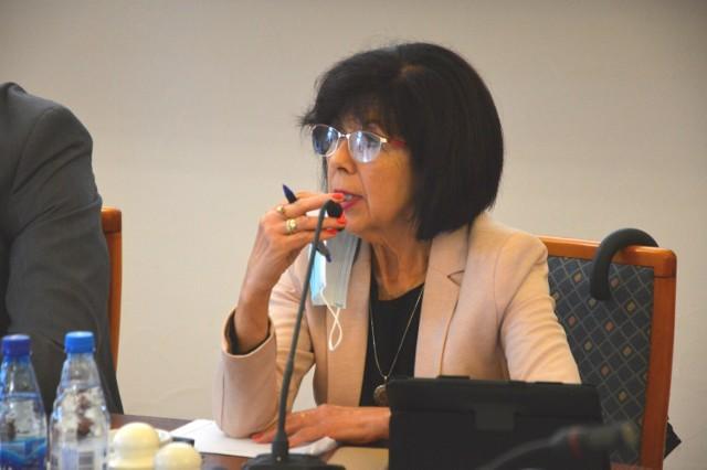 Maria Zarębska uważa, że mieszkańcy Starych Sadów już zbyt długo czekają na budowę boiska.