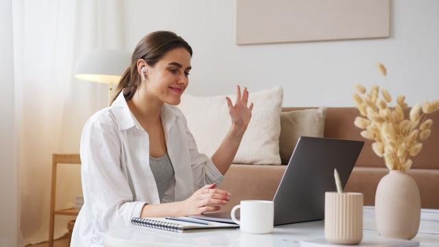 Praca zdalna wpływa niekorzystnie na twój stan fizyczny? Obserwujesz u siebie bóle, spięcia lub przemęczenie? To najwyższy czas, aby zadbać o swoje zdrowie!    Zobacz, co możesz zrobić, żeby zniwelować szkodliwy wpływ home office.