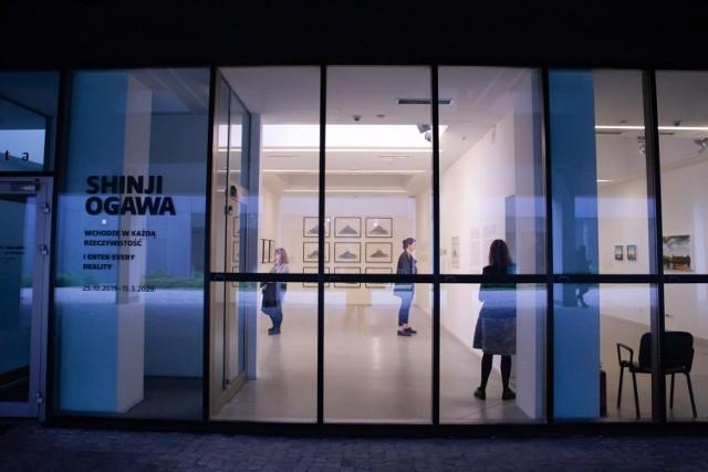 Zgodnie z nowymi zasadami muzea i galerie mogą być otwarte, ale z zachowaniem reżimu sanitarnego. Ten określa m.in. liczbę osób w danej przestrzeni (1 osoby na 15 mkw).