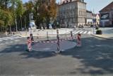 Rawicz. Rondo przy pomniku Żołnierza Polskiego na ul. Piłsudskiego bez nazwy. Rada nie przyjęła uchwały o nadaniu imienia ks. Zakrzewskiego