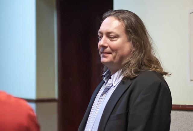 Prokurator oskarżył Dariusza Mikulskiego o wyrządzenie Filharmonii Sudeckiej w Wałbrzychu szkody majątkowej, która przekracza pół miliona złotych
