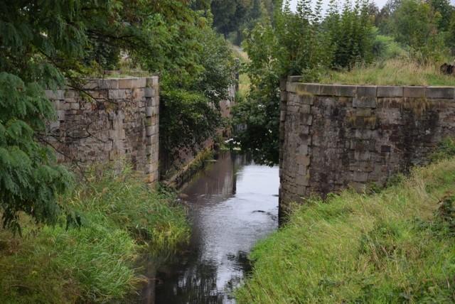 Zobacz jak dziś wygląda Kanał Kłodnicki i jak kiedyś prezentowała się ta unikatowa na skalę Europy droga wodna.