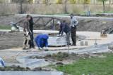 W Kostrzynie trwa budowa nowego parku za ponad 4 mln zł. Centrum miasta bardzo się zmieni. Jakie atrakcje będą w parku?