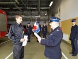 Ślubowanie nowo przyjętego funkcjonariusza w nowodworskiej straży pożarnej