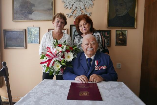 Leon Żołdak świętował 100. urodziny. Przez ponad 30 lat prowadził księgarnię przy ul. Dworcowej 9 w Katowicach Zobacz kolejne zdjęcia/plansze. Przesuwaj zdjęcia w prawo - naciśnij strzałkę lub przycisk NASTĘPNE