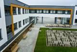 Szkoła w Kokoszkach została przekazana Fundacji Pozytywne Inicjatywy [ZDJĘCIA]