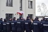 Gdyńscy policjanci zapobiegli tragedii. Uratowali 39-letnią kobietę