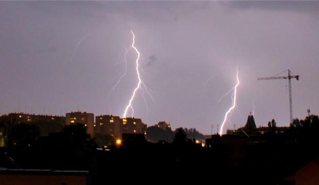 IMGW ostrzega przed burzami.