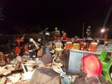 Wybuch gazu w domu we Włodzimierzowie. pod Piotrkowem. Budynek zawalony, jedna osoba nie żyje, druga została zlokalizowana [ZDJĘCIA, FILMY]