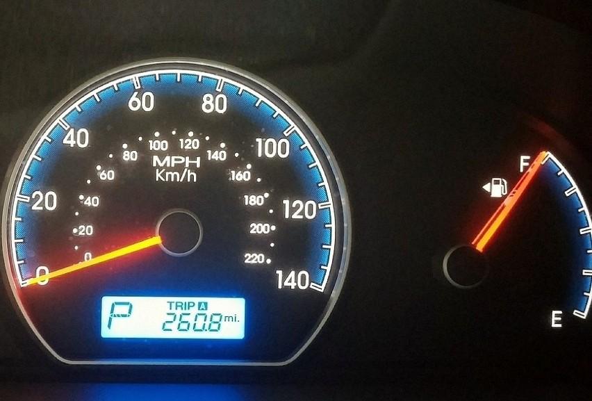 Gdzie jest wlew paliwa?Ile razy podjeżdżając na stację...