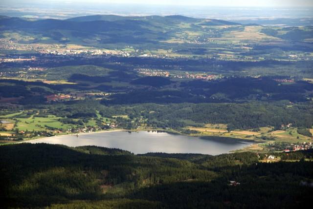 Zbiornik Sosnówka – sztuczny zalew, zbiornik wody pitnej w południowej części Kotliny Jeleniogórskiej, oddany do eksploatacji w 2001 r. Długość zapory głównej wynosi 1,5 km, a zapory bocznej około 300 m.