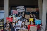 Kraków. Studenci Uniwersytetu Pedagogicznego protestowali przeciw zwolnieniom profesorów i likwidacji bibliotek [ZDJĘCIA]