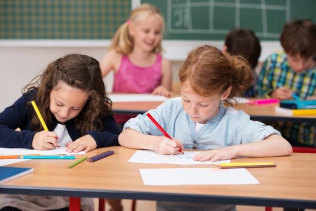 Wyprawka szkolna 300 plus w 2021 roku. Sprawdź, jakie są terminy składania wniosków!