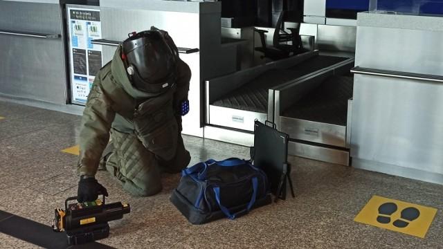 """Straż Graniczna skontrolowała bagaż """"dowcipnego"""" 50-letniego pasażera"""