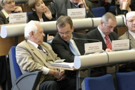 Podczas przerwanej sesji Rady Miejskiej, od lewej: Jerzy Talkowski i Janusz Olszówka.