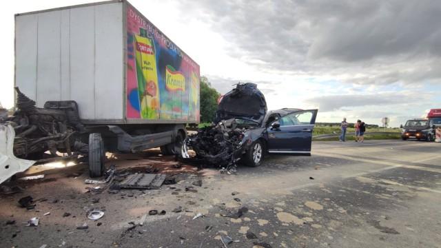 Wypadek na A1 w Gąskach pod Piotrkowem. Zderzenie auta dostawczego i osobowego citroena
