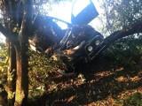 Wypadek w Nieporęcie. Zderzenie dwóch samochodów, jeden z nich się zapalił. Spore utrudnienia