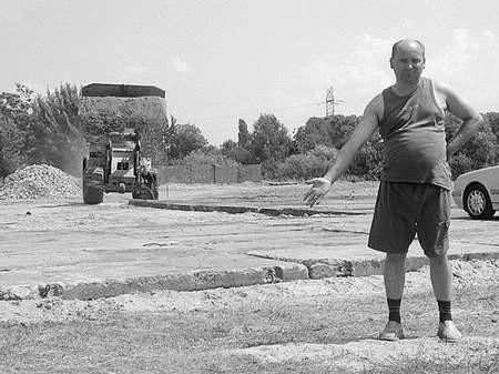 Rafał Sokołowski buduje tu skład materiałów budowlanych sypkich. Foto: MAREK KOWALKA