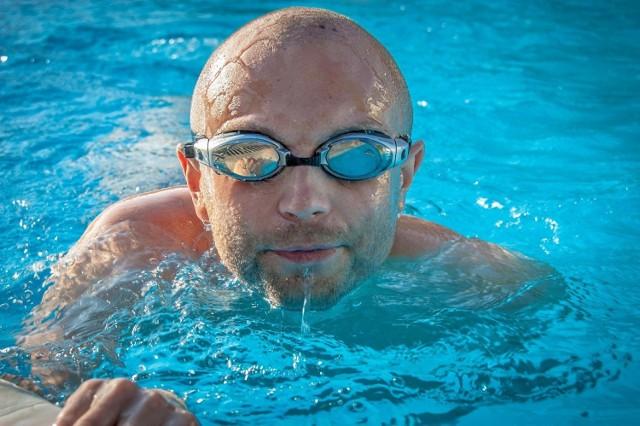 Jednym z najbardziej popularnych benefitów dla pracowników są darmowe karnety na basen.