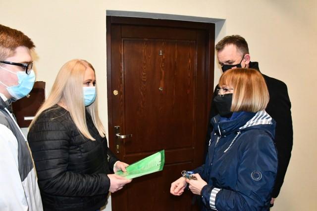 Tak będą mieszkać rodziny odebrały klucze do mieszkań w miejskiej kamienicy przy Starowarszawskiej 5 w Piotrkowie