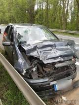 Wypadek w Hanuszowie. 20-latka wjechała fiatem w naczepę tira. Kierująca i pasażerka trafiły do szpitala