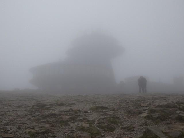Zdjęcie opublikowane we wtorek na stronie Karkonoskiego Parku Narodowego na FB. Już wtedy ostrzegano, że temperatura odczuwalna to blisko - 20 st. C!