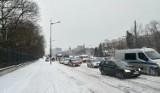 Pogoda w Łodzi. Siarczysty mróz, śnieg i korki w mieście. Jeździ się fatalnie ZDJĘCIA