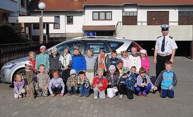 Przedszkolaki z Ropczyc z wizytą u policjantów