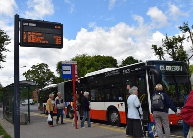 Zapytaliśmy na naszym facebookowym profilu Echo Dnia Radomskie internautów jakie przydałyby się zmiany w radomskiej komunikacji miejskiej? Gdzie brakuje przystanków? Gdzie nie można dojechać autobusem? Co należałoby poprawić? Oto ich propozycje.   Zachowana autentyczna pisownia komentarzy.